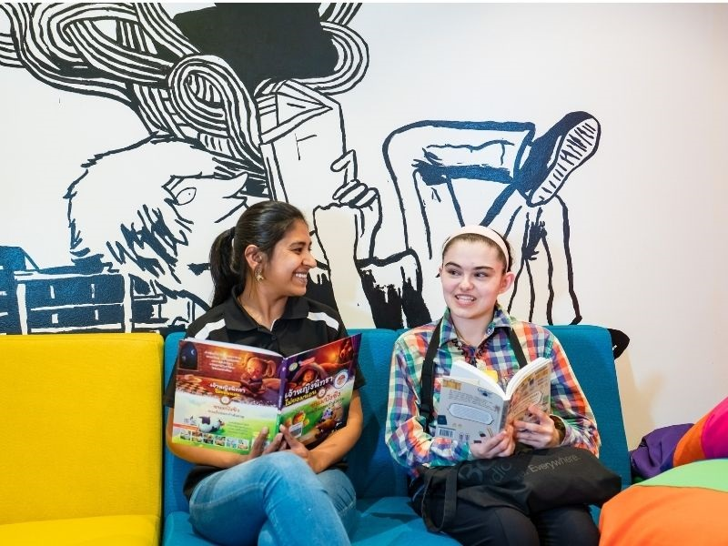 teenagers reading